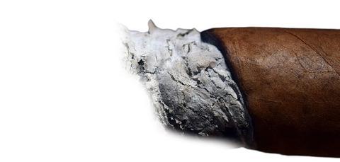 Allumer un cigare correctement