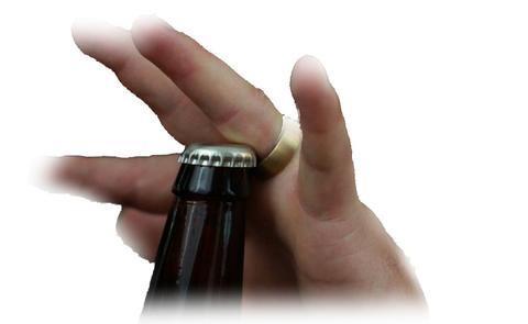 Ouvrir une bière avec une bague